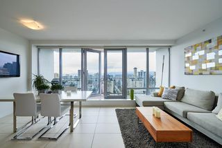 """Photo 3: 2005 1028 BARCLAY Street in Vancouver: West End VW Condo for sale in """"PATINA"""" (Vancouver West)  : MLS®# R2149030"""