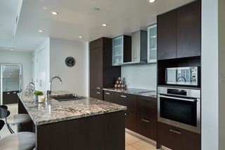 """Photo 5: 2005 1028 BARCLAY Street in Vancouver: West End VW Condo for sale in """"PATINA"""" (Vancouver West)  : MLS®# R2149030"""