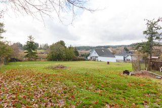 Photo 2: 4614 West Saanich Road in VICTORIA: SW Royal Oak Single Family Detached for sale (Saanich West)  : MLS®# 387282