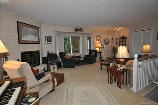 Photo 10: 6225 Pat Bay Hwy in VICTORIA: CS Martindale House for sale (Central Saanich)  : MLS®# 779030