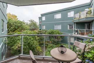 "Photo 15: 203 1550 MARINER Walk in Vancouver: False Creek Condo for sale in ""Mariners Point"" (Vancouver West)  : MLS®# R2288697"
