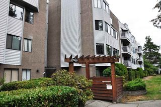 "Photo 2: 101 9584 MANCHESTER Drive in Burnaby: Cariboo Condo for sale in ""BROOKSIDE PARK"" (Burnaby North)  : MLS®# R2296203"