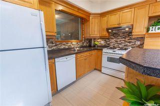 Photo 11: 220 Lake Crescent in Saskatoon: Grosvenor Park Residential for sale : MLS®# SK744275