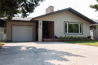 Photo 1: 220 Lake Crescent in Saskatoon: Grosvenor Park Residential for sale : MLS®# SK744275