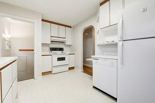 Photo 7: 2019 38 Street SW in Calgary: Glendale Detached for sale : MLS®# C4214802