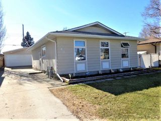 Photo 2: 43 Penfold Crescent in Winnipeg: Windsor Park Residential for sale (2G)  : MLS®# 202009498