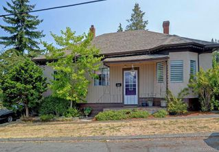 Photo 1: 633 Nelson St in Esquimalt: Es Saxe Point House for sale : MLS®# 844725
