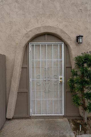 Photo 2: UNIVERSITY CITY Condo for sale : 3 bedrooms : 7909 Camino Glorita in San Diego