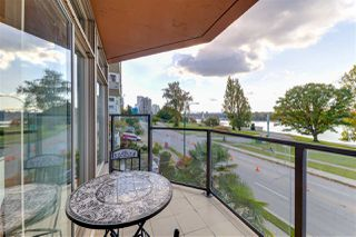 "Photo 2: 301 1419 BEACH Avenue in Vancouver: West End VW Condo for sale in ""1419 Beach"" (Vancouver West)  : MLS®# R2511212"