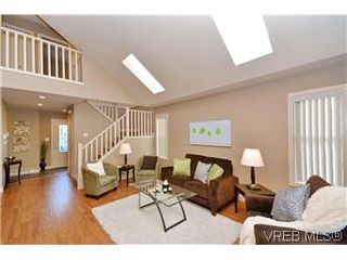 Photo 2: 3211 Ernhill Pl in VICTORIA: La Walfred Row/Townhouse for sale (Langford)  : MLS®# 590123
