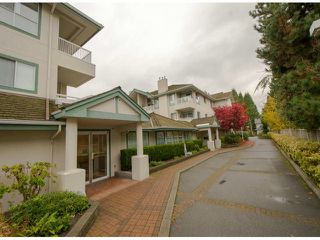 """Photo 1: 301 15272 20TH Avenue in Surrey: King George Corridor Condo for sale in """"WINDSOR COURT"""" (South Surrey White Rock)  : MLS®# F1324967"""