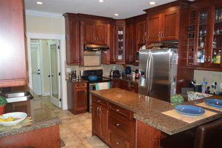 Photo 2: 609 W 24TH Close in North Vancouver: Hamilton House for sale : MLS®# R2044403