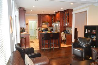 Photo 3: 609 W 24TH Close in North Vancouver: Hamilton House for sale : MLS®# R2044403