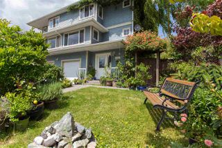 Photo 2: 1791 HARRIS Road in Squamish: Brackendale House 1/2 Duplex for sale : MLS®# R2073524