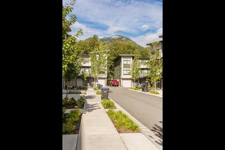 "Photo 4: 1149 NATURE'S GATE Crescent in Squamish: Downtown SQ Townhouse for sale in ""Natures Gate"" : MLS®# R2104476"