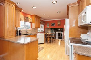 Photo 3: 14516 CHARTWELL Drive in Surrey: Bear Creek Green Timbers House for sale : MLS®# R2141748