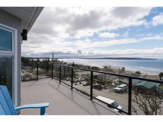 Photo 13: 15511 COLUMBIA Avenue: White Rock House for sale (South Surrey White Rock)  : MLS®# R2151727