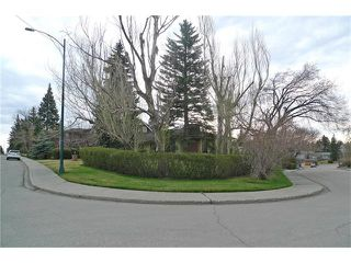 Photo 2: 4328 CORONATION Drive SW in Calgary: Britannia House for sale : MLS®# C4115330
