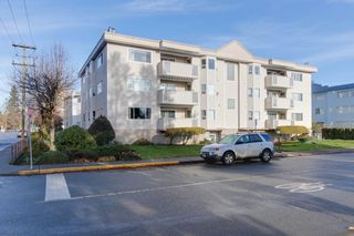 "Photo 2: 301 22213 SELKIRK Avenue in Maple Ridge: West Central Condo for sale in ""CAMBRIDGE HOUSE"" : MLS®# R2228073"