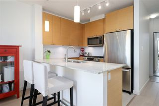 "Photo 3: 2209 110 BREW Street in Port Moody: Port Moody Centre Condo for sale in ""ARIA 1"" : MLS®# R2228245"