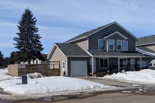 Photo 1: #1 10560 103 Street: Westlock Attached Home for sale : MLS®# E4146592