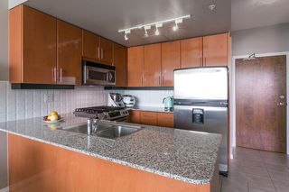 "Photo 3: 1606 138 E ESPLANADE Street in North Vancouver: Lower Lonsdale Condo for sale in ""Premier at the Pier"" : MLS®# R2369198"