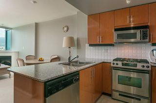 """Photo 2: 1606 138 E ESPLANADE Street in North Vancouver: Lower Lonsdale Condo for sale in """"Premier at the Pier"""" : MLS®# R2369198"""