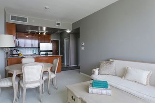 """Photo 4: 1606 138 E ESPLANADE Street in North Vancouver: Lower Lonsdale Condo for sale in """"Premier at the Pier"""" : MLS®# R2369198"""