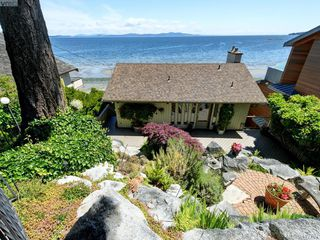 Photo 3: 5043 Cordova Bay Road in VICTORIA: SE Cordova Bay Single Family Detached for sale (Saanich East)  : MLS®# 412702