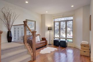 Photo 4: 729 23 Avenue NW in Calgary: Mount Pleasant Semi Detached for sale : MLS®# A1031696