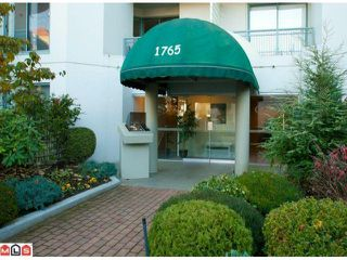 """Photo 1: 405 1765 MARTIN Drive in Surrey: Sunnyside Park Surrey Condo for sale in """"SOUTHWYND"""" (South Surrey White Rock)  : MLS®# F1202062"""