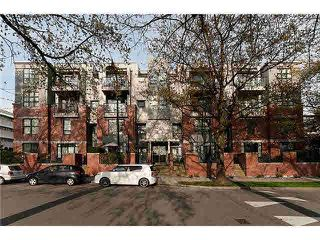 """Photo 1: 101 2688 VINE Street in Vancouver: Kitsilano Townhouse for sale in """"THE TREO"""" (Vancouver West)  : MLS®# V1094782"""