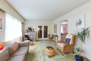 Photo 4: 220 FIFTH Avenue in New Westminster: Queens Park House for sale : MLS®# R2035537