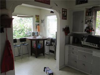 Photo 4: 640 8 Avenue NE in Calgary: Renfrew House for sale : MLS®# C4066207