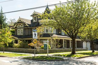 "Main Photo: 106 FIFTH Avenue in New Westminster: Queens Park House for sale in ""Queens Park"" : MLS®# R2109460"