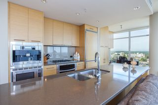 "Photo 16: 1301 1473 JOHNSTON Road: White Rock Condo for sale in ""Miramar Towers"" (South Surrey White Rock)  : MLS®# R2174785"