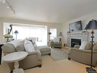 Photo 2: 2324 Esplanade in VICTORIA: OB Estevan Row/Townhouse for sale (Oak Bay)  : MLS®# 766666