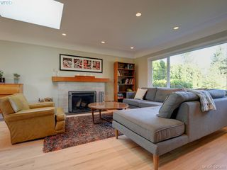 Photo 2: 1941 Carnarvon Street in VICTORIA: SE Camosun Single Family Detached for sale (Saanich East)  : MLS®# 395485