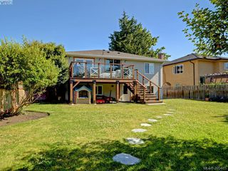Photo 21: 1941 Carnarvon Street in VICTORIA: SE Camosun Single Family Detached for sale (Saanich East)  : MLS®# 395485