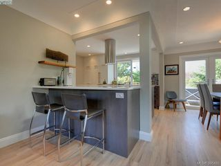 Photo 10: 1941 Carnarvon Street in VICTORIA: SE Camosun Single Family Detached for sale (Saanich East)  : MLS®# 395485