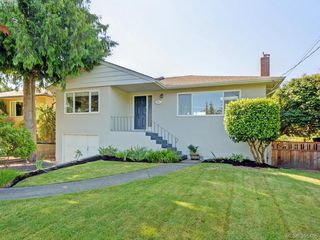 Photo 1: 1941 Carnarvon Street in VICTORIA: SE Camosun Single Family Detached for sale (Saanich East)  : MLS®# 395485