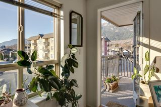 "Photo 4: 204 38003 SECOND Avenue in Squamish: Downtown SQ Condo for sale in ""SQUAMISH POINTE"" : MLS®# R2327288"