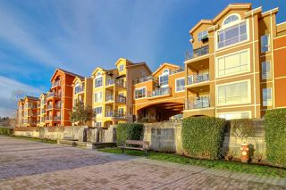 "Photo 3: 411 6 RENAISSANCE Square in New Westminster: Quay Condo for sale in ""RIALTO"" : MLS®# R2330938"