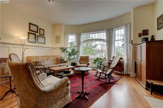 Photo 2: 5 914 St. Charles Street in VICTORIA: Vi Rockland Townhouse for sale (Victoria)  : MLS®# 406123