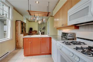 Photo 11: 5 914 St. Charles Street in VICTORIA: Vi Rockland Townhouse for sale (Victoria)  : MLS®# 406123
