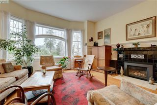 Photo 3: 5 914 St. Charles Street in VICTORIA: Vi Rockland Townhouse for sale (Victoria)  : MLS®# 406123