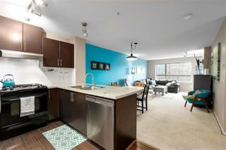 Photo 1: 303 700 KLAHANIE Drive in Port Moody: Port Moody Centre Condo for sale : MLS®# R2428342
