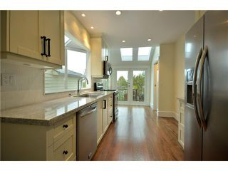 """Photo 3: 619 E 30TH Avenue in Vancouver: Fraserview VE House for sale in """"MAIN/FRASER"""" (Vancouver East)  : MLS®# V917163"""