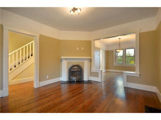 """Photo 4: 619 E 30TH Avenue in Vancouver: Fraserview VE House for sale in """"MAIN/FRASER"""" (Vancouver East)  : MLS®# V917163"""