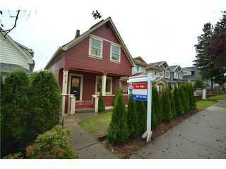 """Photo 1: 619 E 30TH Avenue in Vancouver: Fraserview VE House for sale in """"MAIN/FRASER"""" (Vancouver East)  : MLS®# V917163"""